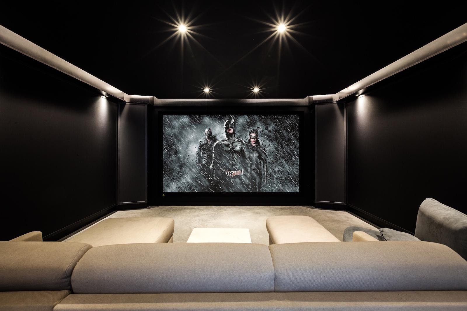 Dark Knight Cinema by Beter Beeld & Geluid